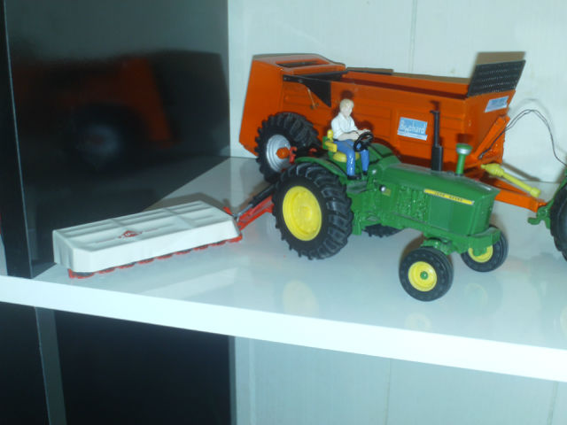 Miniature agricole 1:32 265knp