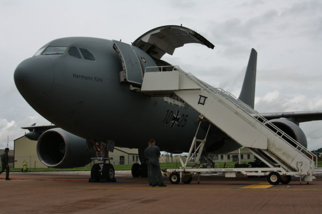 DEBRIEFING MEETING RIAT 2012  18q1dr